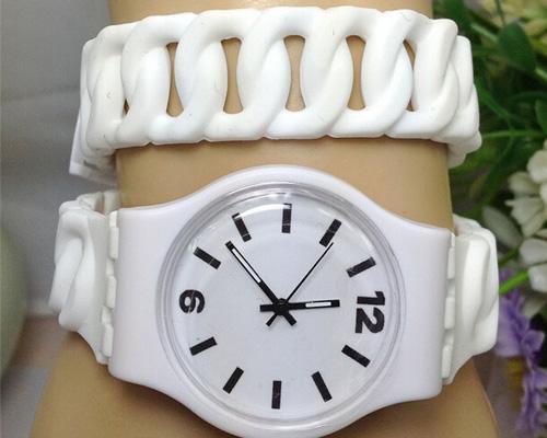 long-twist-strap-watch-2